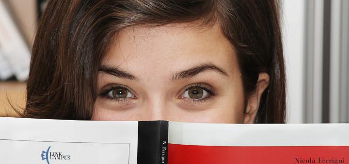 Foto Studentessa Libro Proteo 1